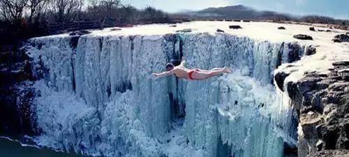 (31)【冰雪童话】亲子专线 哈尔滨-俄式风情伏尔加庄园-亚布力滑雪-雪乡穿越森林-镜泊湖冰瀑-冬捕-虎园6日-户外活动图-驼铃网